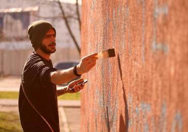 kako-je-nastala-dobojska-galerija-murala-dabogda-te-deni-nacrtao-na-zidu